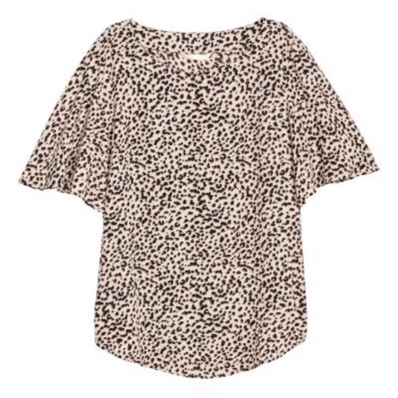 H&M Tops - H&M short-sleeve leopard print top 🐆